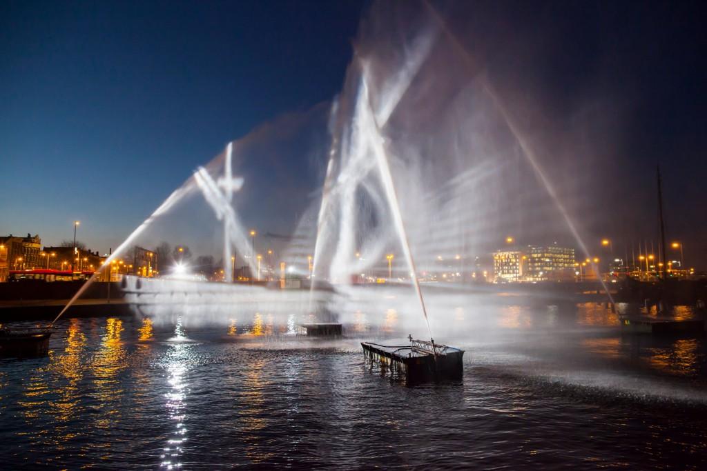visual-skin-ghost-ship-3d-water-projection-copyright-janus-van-den-eijnden-2