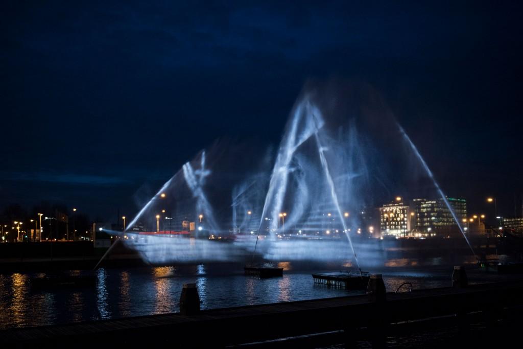 visual-skin-ghost-ship-3d-water-projection-copyright-janus-van-den-eijnden-3
