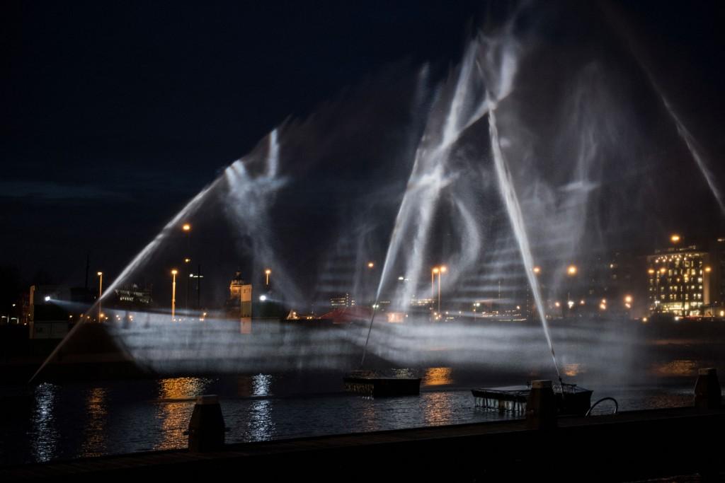 visual-skin-ghost-ship-3d-water-projection-copyright-janus-van-den-eijnden-4